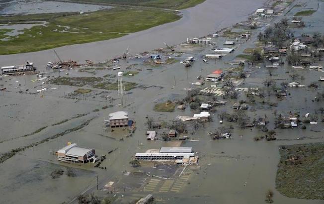 """""""Laura"""" descarga lluvias como depresión tropical tras impactarLuisiana"""