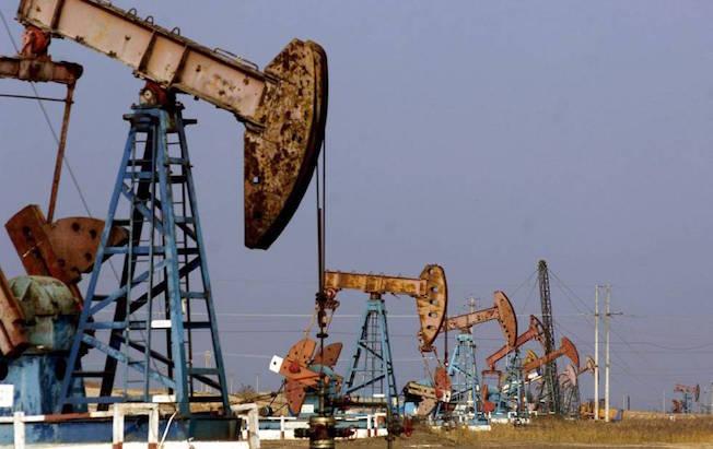 Petróleo de Texas baja por tensiones entre EU yChina