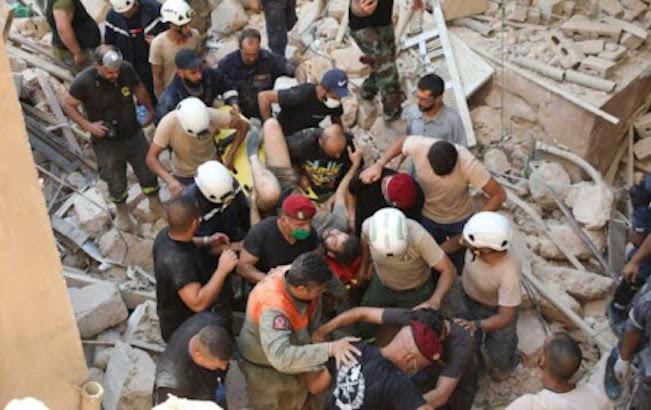 Vecinos echan a ministros de la zona afectada por explosiones enBeirut
