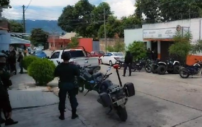 Sujetos armados asaltan palapa bar enTuxtla