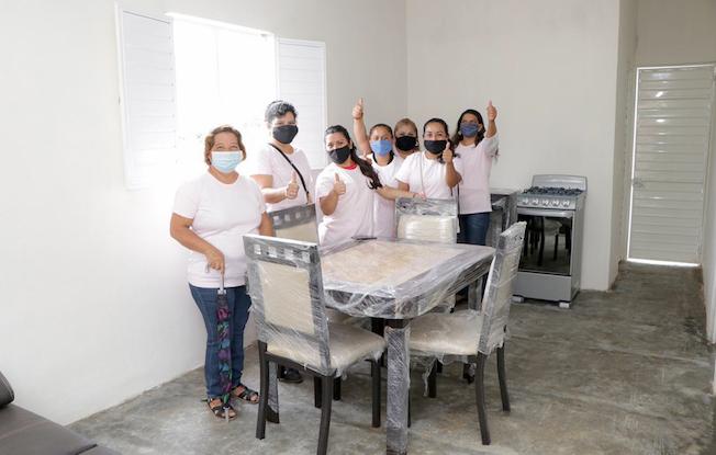 Encabeza Rutilio entrega de viviendas a madressolteras