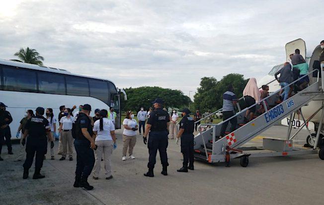 Deporta INM a 55 migrantes haitianos desdeTapachula