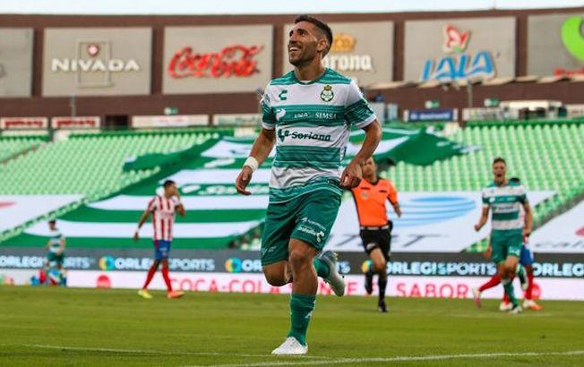Santos le pega 2-0 aChivas