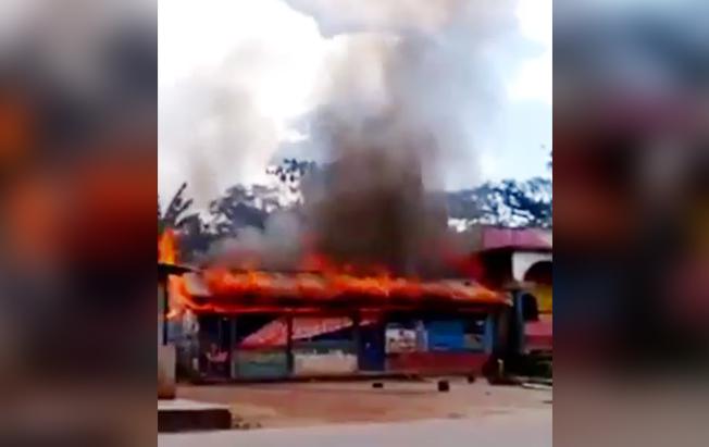 Incendian dos bodegas de granos del EZLN enOcosingo