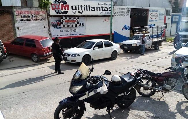 Solitario delincuente asalta llantera enTuxtla