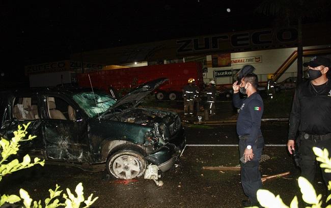Un muerto y dos heridos, saldo de accidente en carreteraTuxtla-Chiapa