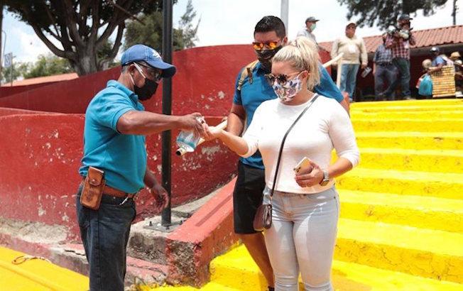 Casos de coronavirus en México llegan a 568 mil, con 61 mildecesos