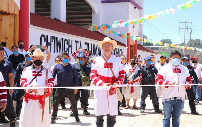 Inauguró Rutilio Escandón mercado público enOxchuc
