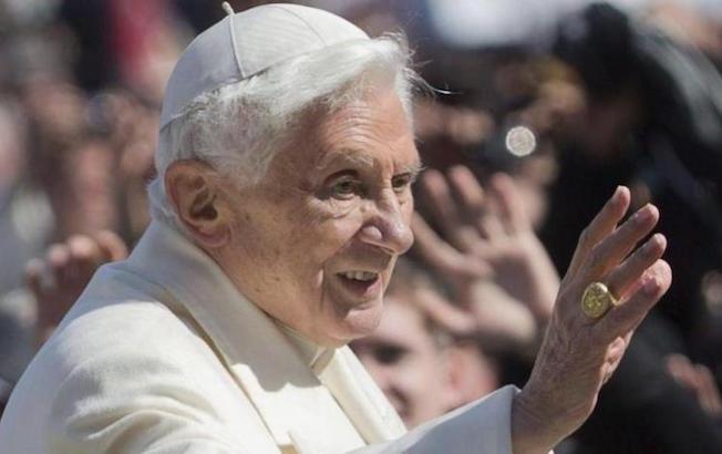 Benedicto XVI alcanza récord de longevidad de unpapa