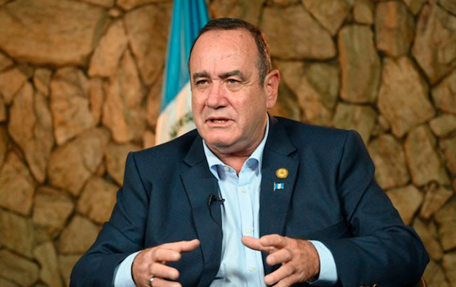 Presidente de Guatemala contraeCOVID-19