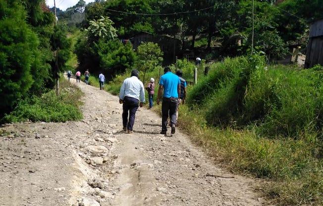 Indígenas demandan rehabilitación decamino