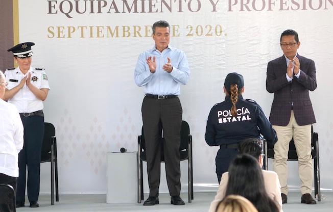 Profesionalización de policías es fundamental:Llaven
