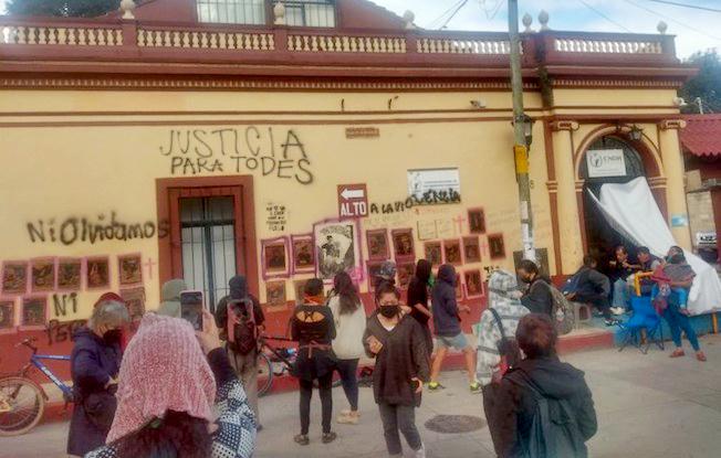 Mujeres toman oficinas de la CNDH enChiapas