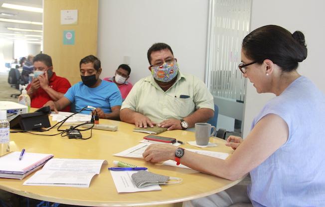 Dialogó Katina De la Vega con maestros de laCNTE