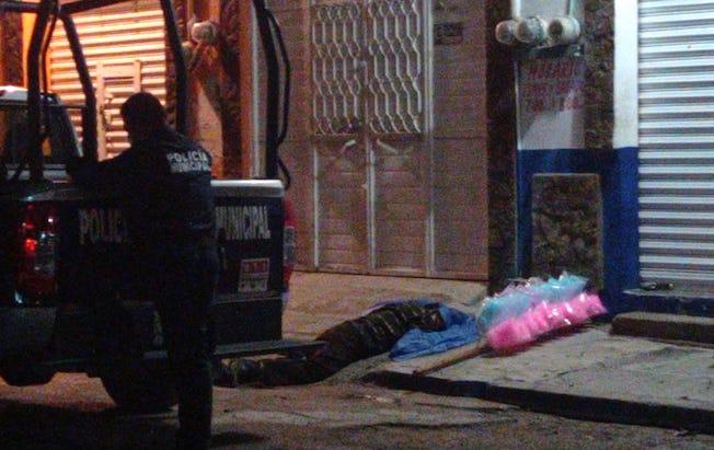 Falleció un vendedor de algodones en la víapublica