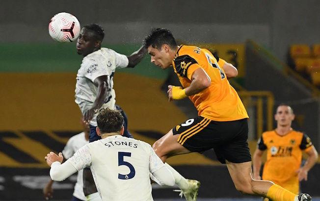 Raúl Jiménez no evita la derrota ante elCity